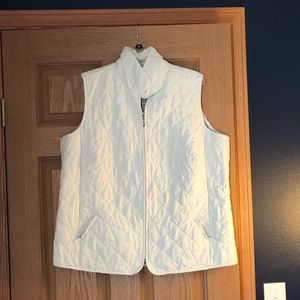 CJ Banks light weight quilted vest—-off white